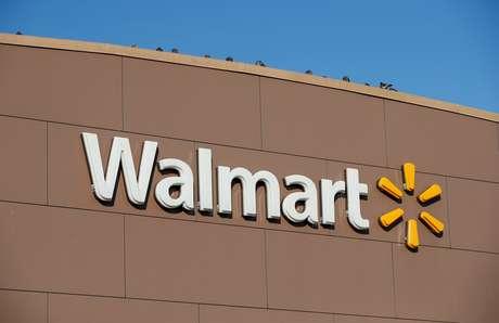 Logotipo do Walmart na fachada de uma loja da marca em Chicago. 20/11/2018. REUTERS/Kamil Krzaczynski