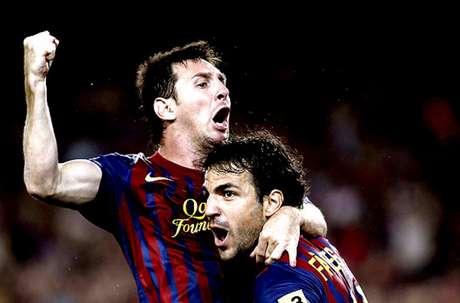 Messi e Fábregas possuem boa relação desde a base do Barcelona (Foto: Alberto Estévez/EFE)