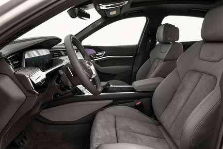 Interior do Audi Etron-Sportback Performance Black.