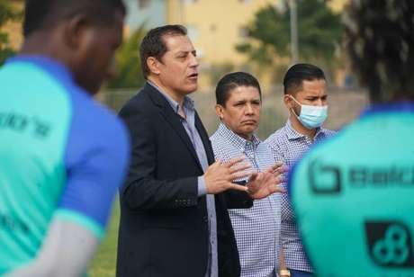 Miguel Ángel Zahzú, técnico do Delfín (Foto: Reprodução/Twitter)