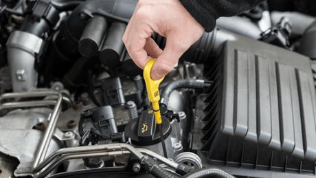 Não adianta saber qual é o lubrificante de motor ideal para o seu veículo se ao trocá-lo, fizer de forma ou na hora errada.