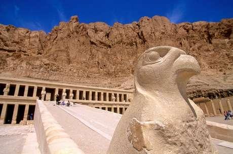 Templo de Hatshepsut, no Egito; a história dessa rainha egípcia só foi trazida à luz novamente perto do início do século 20