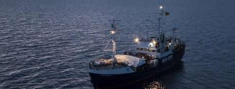 Alan Kurdi navega em águas internacionais desde o fim de semana
