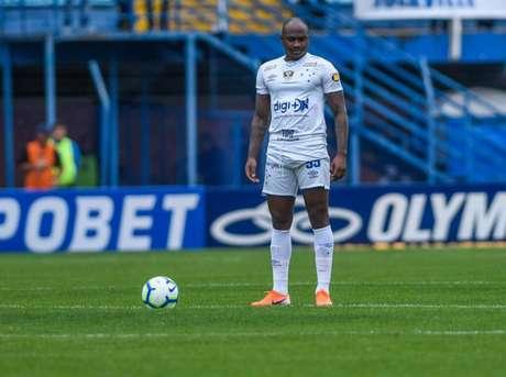 Sassá não tem definido o seu futuro, mesmo voltando ao Cruzeiro depois do empréstimo ao Coxa-(Reprodução/Twitter)