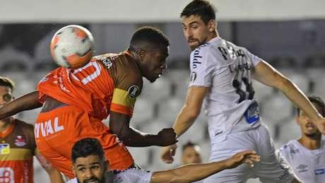 No encontro pela segunda rodada, Santos venceu por 1 a 0, na Vila Belmiro (Foto: NELSON ALMEIDA / AFP)