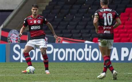 Thuler atuou a última partida na lateral direita (Foto: Alexandre Vidal / Flamengo)