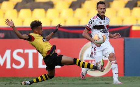 Flamengo venceu o Barcelona-EQU por 2 a 1 (Foto: AFP)