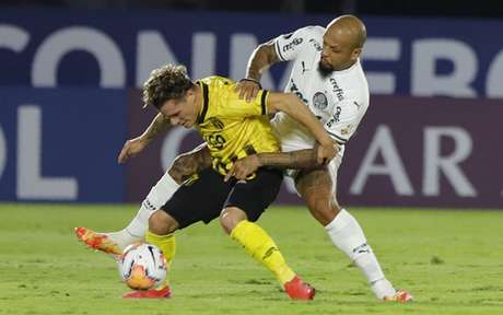 Felipe Melo em duelo pela Libertadores (Foto: AFP)