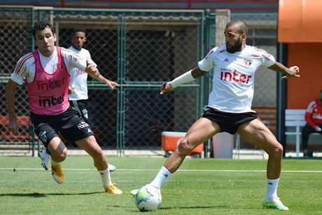 Pablo e Daniel Alves durante treino nesta manhã, no CT do São Paulo (Foto: Reprodução/Twitter São Paulo)