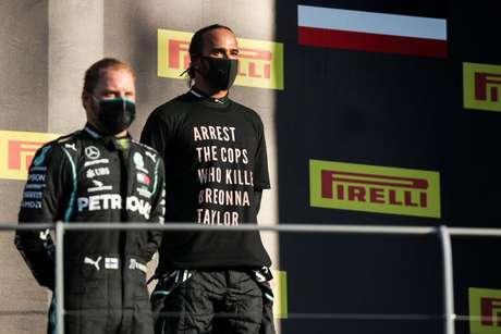 Vencedor do GP da Toscana, Lewis Hamilton protesta contra assassinato de Breonna Taylor
