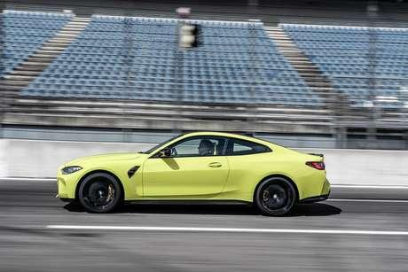 BMW M4 Coupé na versão Competition, a mais nervosa, que tem motor de 510 cavalos.