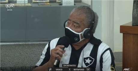 """Ex-jogador e ídolo do Botafogo manda bandeirinha """"lavar uma roupa"""" por não concordar com decisão da profissional"""