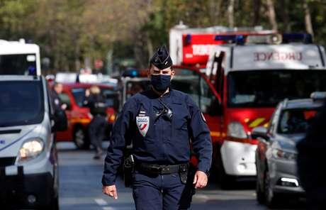 Operação policial nas proximidades da antiga redação da revista Charlie Hebdo, em Paris 25/09/2020 REUTERS/Gonzalo Fuentes