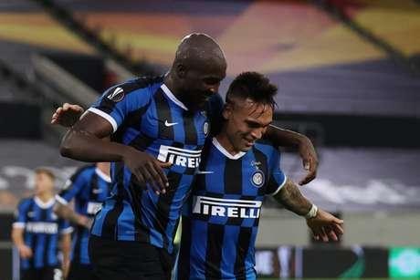 Inter conta com dupla Lu-La para buscar título do Campeonato Italiano (Foto: LARS BARON / AFP)