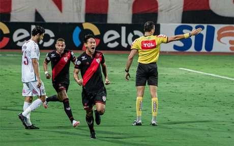 Chico marca o primeiro gol do Tricolor das Laranjeiras (Heber Gomes/Atlético GO)