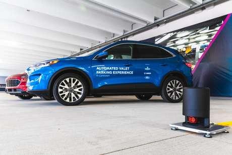 Carros de teste da Ford operam por comunicação veículo-infraestrutura (V2I) usando a tecnologia da Bosch.