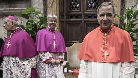 Francisco nomeou Becciu cardeal em 2018