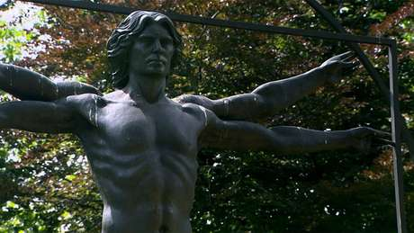 """A escultura contemporânea 'Homenagem a Leonardo"""" tenta capturar a força, o dinamismo e a beleza do desenho original"""
