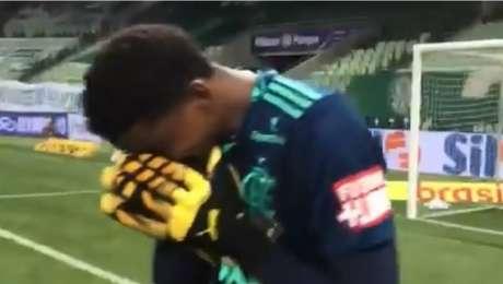 Hugo se emocionou após o apito final do jogo entre Palmeiras e Flamengo no Allianz Parque
