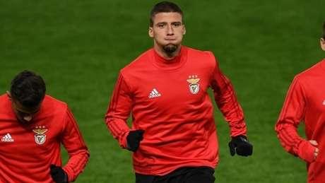 Rúben Dias será jogador do Manchester United, que paga mais R$ 400 milhões ao Benfica para tê-lo (Foto: AFP)