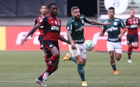 Gerson foi um dos considerados titulares do Fla a entrar em campo contra o Palmeiras (Foto: Cesar Greco)