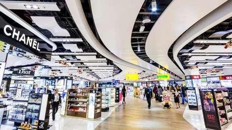 'Chuck' fez sua fortuna com rede de lojas em aeroportos livre de impostos