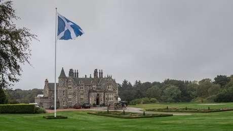 Os campos de golfe do presidente Trump na Escócia, junto com um na Irlanda, tiveram perdas de US$ 63,3 milhões em 2018, diz o New York Times