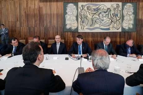 Jair Bolsonaro durante reunião com os ministros em Brasília