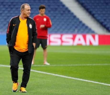 Fatih Terim, treinador do Galatasaray, não conseguiu fazer o seu time vencer a marcação do Fener (Reprodução)