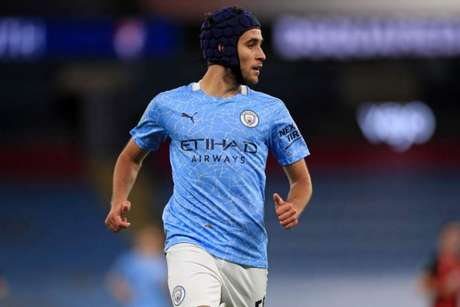 Eric García tem sido titular nos primeiros jogos do Manchester City na temporada (Foto: MIKE EGERTON / POOL / AFP)