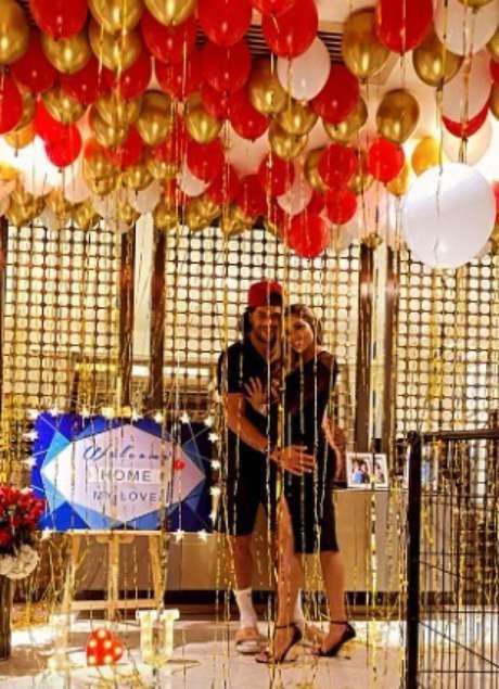 Camila fez surpresa ao noivo, que ficou nove semanas longe de casa (Foto: Reprodução/Instagram)