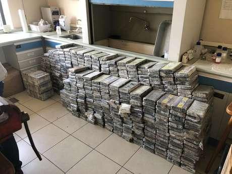 A Polícia Federal apreendeu no sábado (26/9) mais de 1.300 kg de cocaína.
