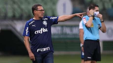 Luxemburgo orienta o time do Palmeiras contra o Flamengo