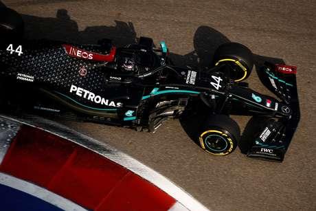 Lewis Hamilton liderou o terceiro treino livre na Rússia