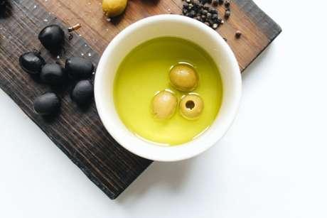 Guia da Cozinha - Azeite de oliva: 5 benefícios do óleo para a saúde