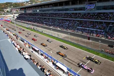 GP da Rússia teve público nas arquibancadas de Sóchi no domingo
