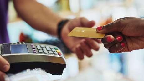 Mercado de cartões envolve diversos elos: as bandeiras, as empresas das 'maquininhas', os bancos e as processadoras