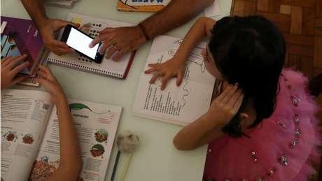 No Brasil, em 2018, apenas 26% dos estudantes estavam em escolas cujos diretores disseram haver banda larga suficiente para suas necessidades. E só 35% estavam em escolas cujos diretores diziam ter, na época, plataforma efetiva para o ensino online