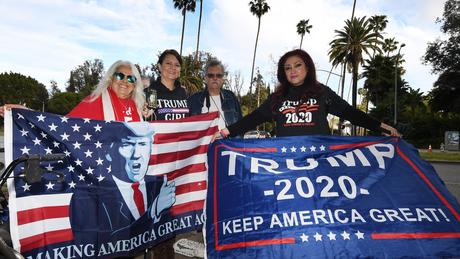 Tanto Trump quanto Biden recebem pequenas doações de cidadãos comuns, mas fatia dos bilionários nas campanhas é grande