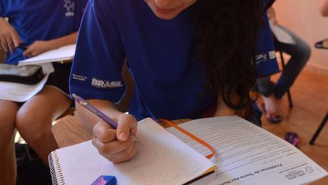 OCDE encontrou relação entre desempenho dos estudantes no Pisa e práticas do cotidiano da escola