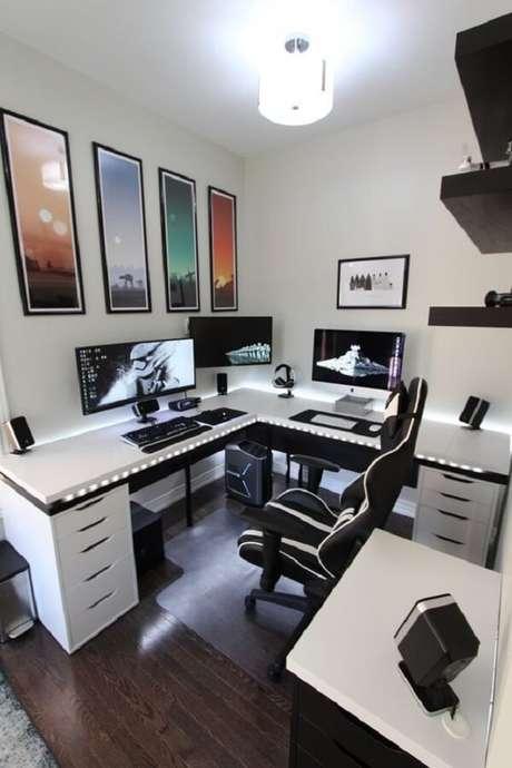 3. A cadeira gamer preta é um dos modelos mais tradicionais do mercado. Fonte: Pinterest