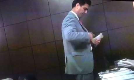 Emanuel Pinheiro foi filmado com dinheiro vivo no paletó