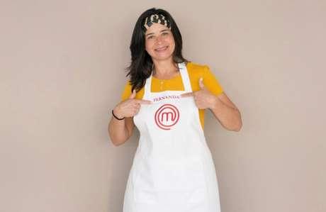 Com 36 anos de idade, Fernanda é formada em direito e jogadora de tênis. Treina em casa cozinhando com cronômetro.