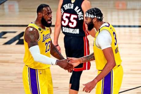 LeBron James e Anthony Davis foram os destaques dos Lakers