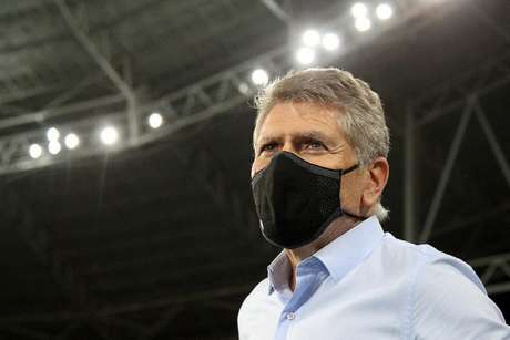 Paulo Autuori vem sendo muito criticado nas redes sociais (Vítor Silva/Botafogo)