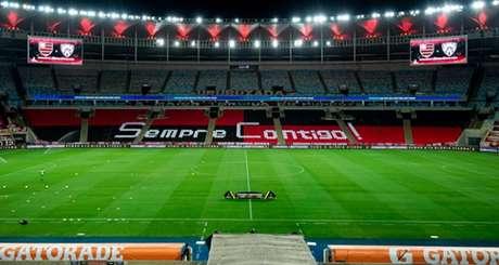 Gramado do Maracanã é alvo constante de críticas - de todos os lados (Foto: Alexandre Vidal / Flamengo)