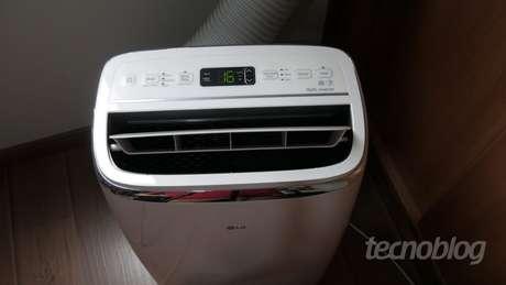 Ar-condicionado portátil LG Dual Inverter Voice (Imagem: Paulo Higa/Tecnoblog)