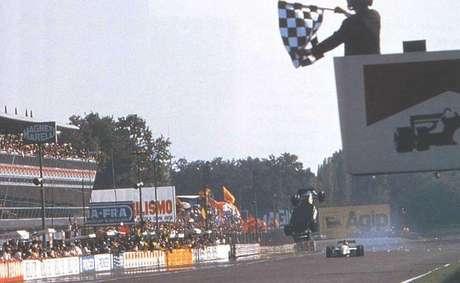 Já pensou atravessar a linha de chegada voando? Christian Fittipaldi já teve a oportunidade