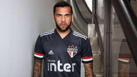 Daniel Alves, do São Paulo, é o jogador do futebol brasileiro mais popular no Instagram