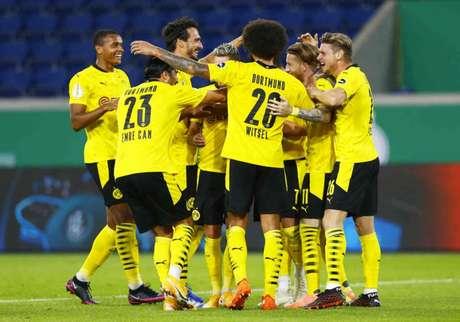 Borussia Dortmund encara o Freiburg pela terceira rodada da Bundesliga (Foto: THILO SCHMUELGEN / POOL / AFP)